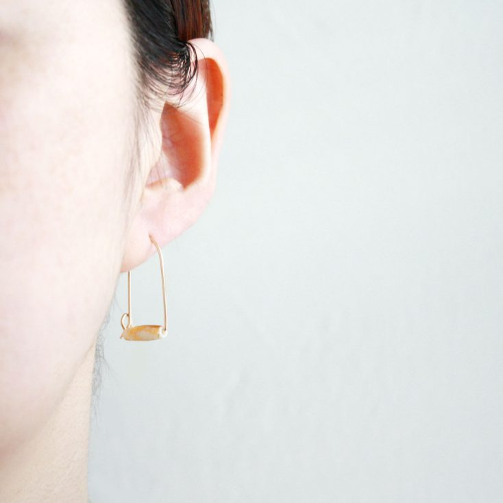 white_gold_leaf_short_hoops_model